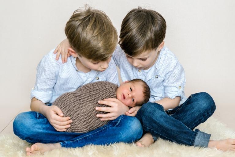 Neugeborenenfotografie Würzburg, Geschwisterbilder